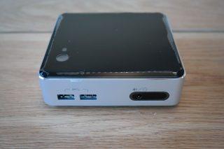 "2 porte USB 3.0 frontali - Uscita audio su jack 3,5"" - Ingresso infrarosso per telecomandi"